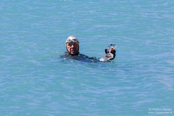 Andriaus Repšio nuotr./Vidmantas Urbonas perplaukė Tiličo ežerą