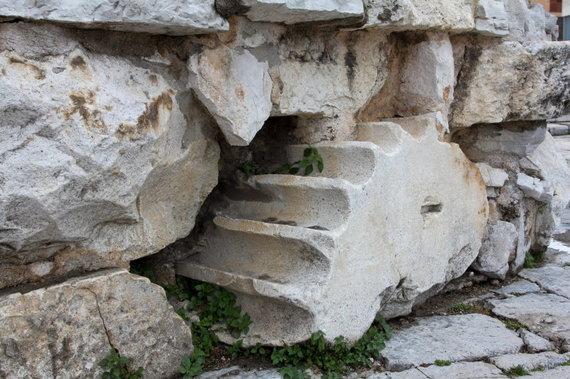 Kristinos Stalnionytės nuotr./Forumo akmenys Šv. Donato bažnyčios pamatuose