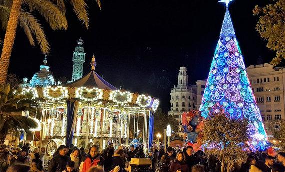 Kalėdų eglė Valensijoje, Martyno manymu, vargiai gali lygiuotis į lietuviškas, nuotr. iš Martyno asm. albumo