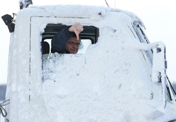 """""""Reuters""""/""""Scanpix"""" nuotr./Sniegas sutrikdo darbą Jungtinės Karalystės oro uostuose"""