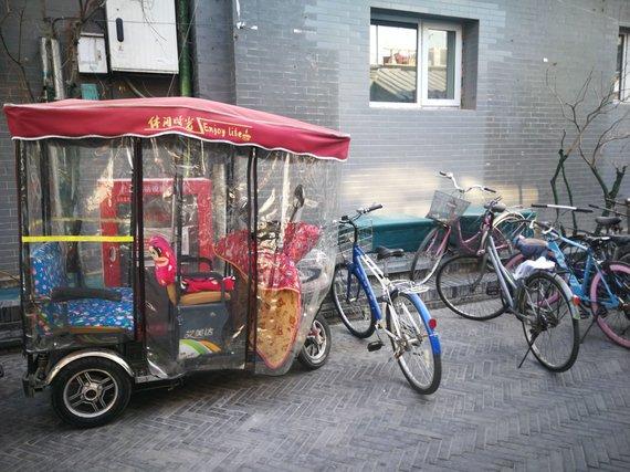 G.Juocevičiūtės nuotr./Populiariausios transporto priemonės siaurose gatvėse – dviračiai bei rikšų ir motociklų hibridai