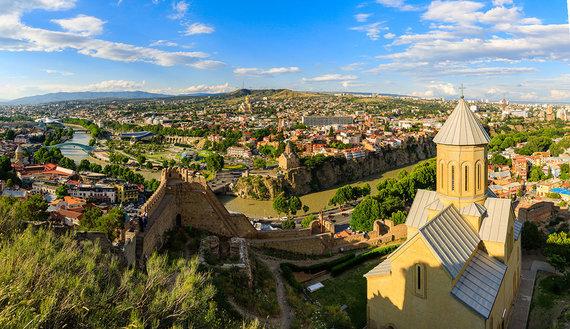 Shutterstock.com nuotr./Tbilisio panorama nuo Mtatsmindos kalno