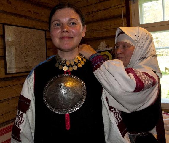 K.Stalnionytės nuotr./Setų moterys dėvi trečią krūtį