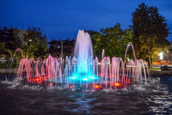 Viliaus Kuchalskio nuotr./Alytaus senamiesčio skvero fontanas