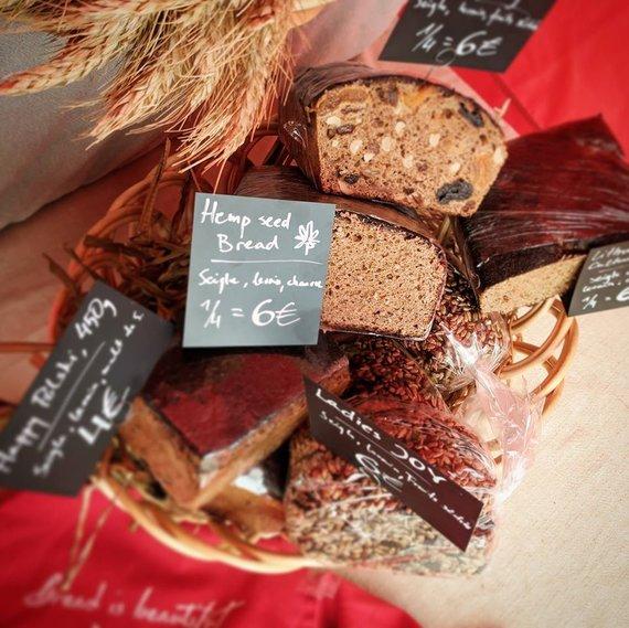 Asm.archyvo nuotr./Andriaus prekyba duona Briuselyje