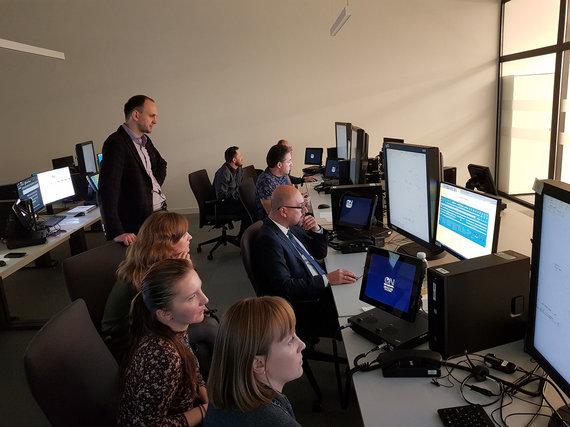 Adverum nuotr./Skrydžių valdymo treniruoklį išbando Oro navigacijos ir PANSA vadovai