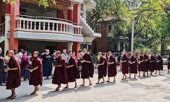 Asm.archyvo nuotr./Mianmaro vienuoliai