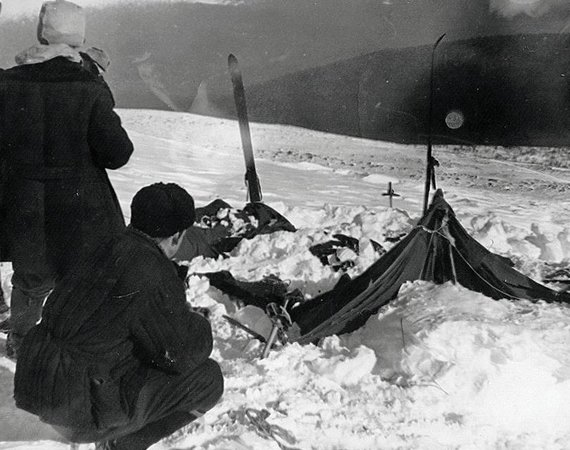 Sovietų Sąjungos archyvų nuotr./Suniokota slidininkų palapinė