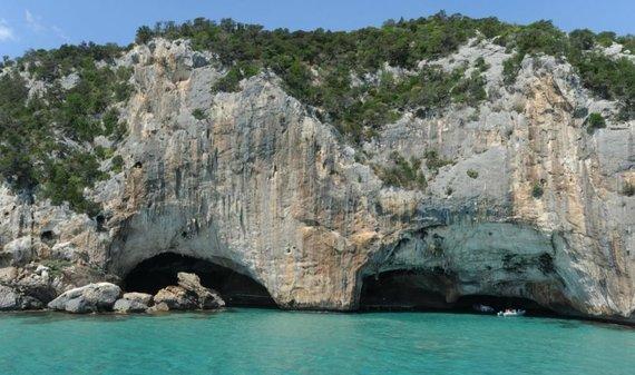 Legenda pasakoja, kad šiuose urvuose Sardinijos rytinėje pakrantėje kiklopas kalino Odisėją. Sardegna Turismo nuotr.