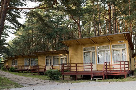 Vitos JUREVIČIENĖS/Vakarų ekspreso nuotr./Kai kurie žmonės mėgsta tuos medinius Šventosios namelius ir vien dėl jų renkasi šį kurortą
