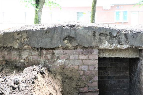 D.Nikitenkos nuotr./Ant bunkeriuko stogo atbrailos kairėje pusėje iškalta svastika, o dešinėje data - 1941