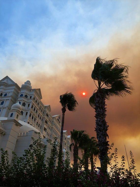 Eduardo nuotr./Gaisrų dūmų nuspalvintas dangus Turkijoje