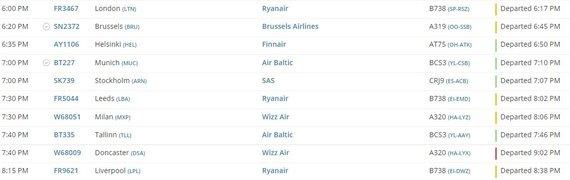 """flightradar24.com iliustr./Per kiek daugiau nei pora valandų pirmadienio vakarą – 3 """"Ryanair"""" skrydžiai į JK"""