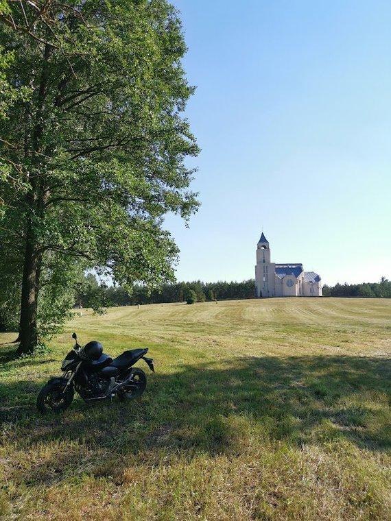 Tailandieciai.lt nuotr./Motociklu per Lietuvą