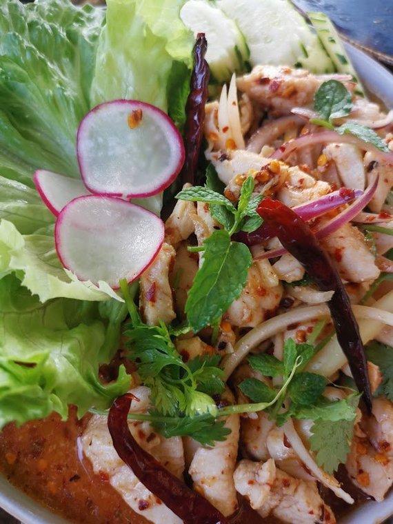 Tailandieciai.lt nuotr./Restorane rasite ir patiekalų, kurie nėra plačiai žinomi Lietuvoje. Laarb salotos