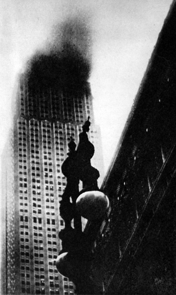 Mary Evans Picture Library 2013/Illustrated London News Ltd/Scanpix nuotr./Degantis Empire State Building. 1945 m. liepos 28 d.
