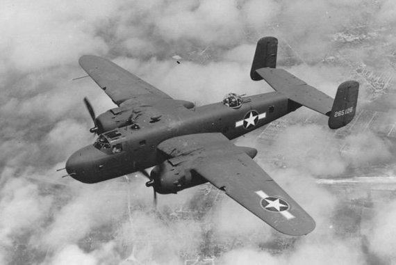 Viešojo naudojimo kūrinys/JAV Karinių oro pajėgų nuotr./B-25 bombonešis