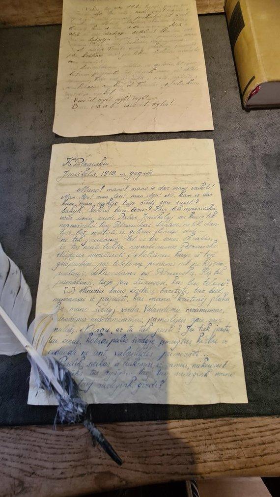 Jūratės Mičiulienės nuotr./Muziejaus lankytojai gali pasmalsauti, ką laiške Žemaitė rašė savo mylimajam