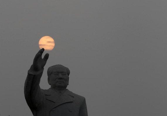 """""""Reuters""""/""""Scanpix"""" nuotr./Mao Zedongo statula"""