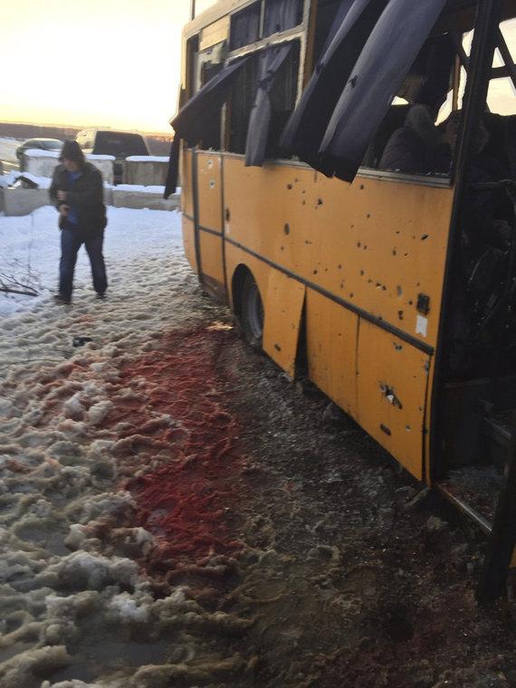 """""""Scanpix""""/AP nuotr./Autobusas Ukrainoje, į kurį pataikė raketa"""