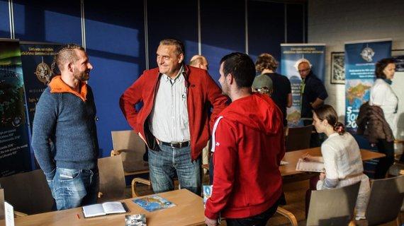 Igno Veršinsko ir Vidmanto Balkūno nuotraukos/Susitikimas Bergene (iš kairės) Kęstas Kaupas, Algirdas  Kaušpėdas, Tomas Eidukevičius