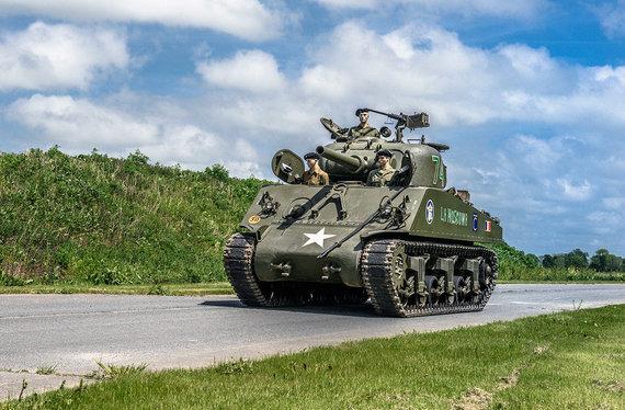 """Artcurial"" nuotr./105mm ""Chrysler M4 Sherman"" tankas"