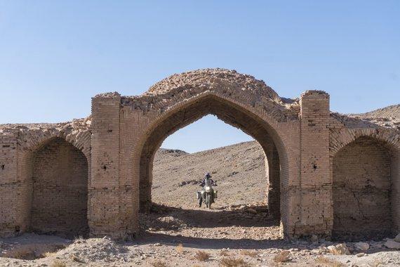 Asm.archyvo nuotr./Griuvėsiai, Iranas