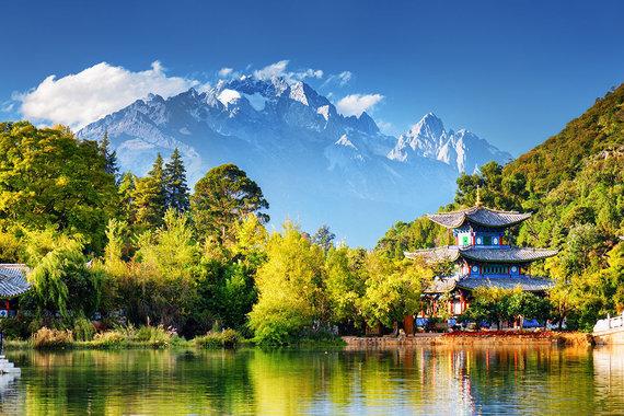 Shutterstock.com nuotr./Yulong kalno panorama