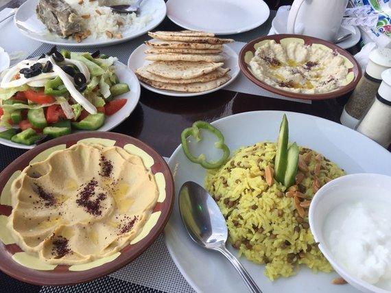 Asm.archyvo nuotr./Jordaniečiai maistu dalinasi - niekas neužsisako patiekalo tik sau