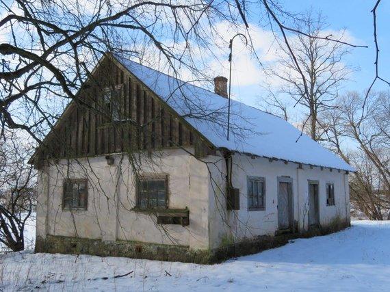 V. Bičiūnaitės ir Martynonių kaimo bibliotekos archyvo nuotr./Vienas iš ūkinių dvaro pastatų