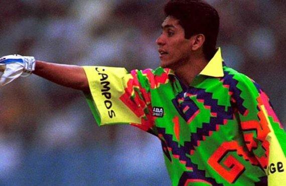 Jorge Camposas garsėjo spalvinga, paties kurta vartininko apranga