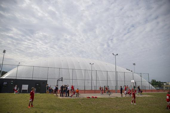 Roko Lukoševičiaus / 15min nuotr./Vilniaus Pilaitės gimnazijos dengto futbolo maniežo atidarymas