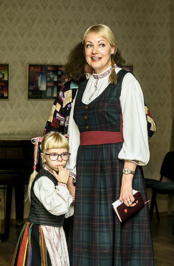 Asmeninio archyvo nuotr. /Akvilė Ališauskaitė su mokytoja Sonata Kudžmiene