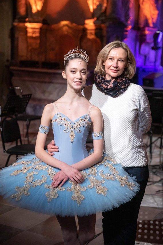 Andriaus Ufarto nuotr. /Talentingoji balerina – Eva Bugakova su mokytoja Rūta Kudžmaite-Daraškevičiene