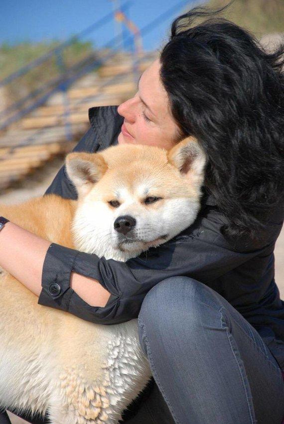 Asmeninio archyvo nuotr. /Rasa Babikienė su akita
