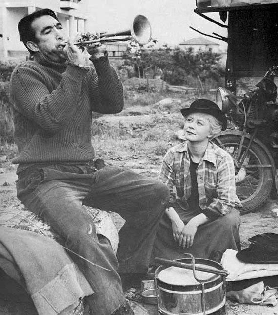 """Kadras iš filmo """"Kelias"""" (1954)"""