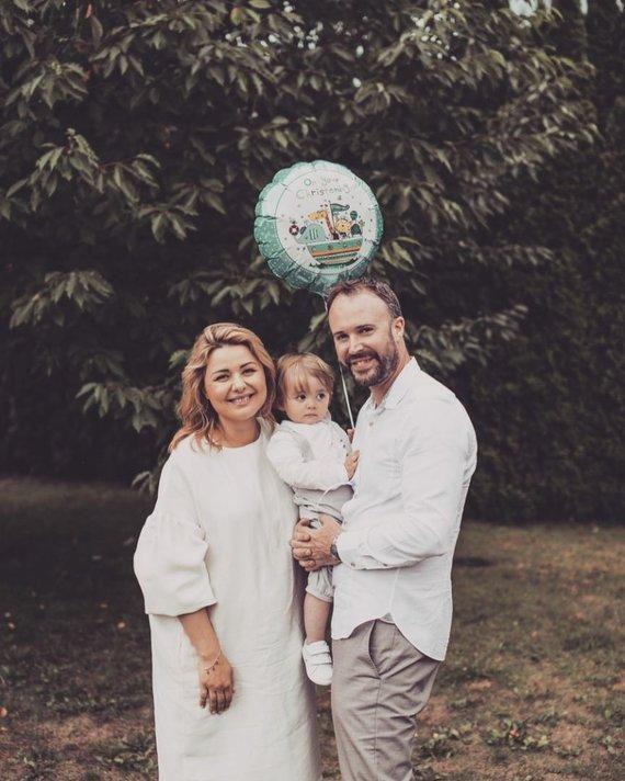 Dovilės Jakštaitės nuotr./Beata ir Tomas Nicholsonai su sūnumi Hariu
