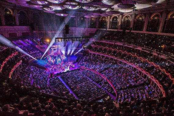 "Olly Hanks nuotr./Monika Linkytė ""Royal Albert Hall"" koncertų salėje"
