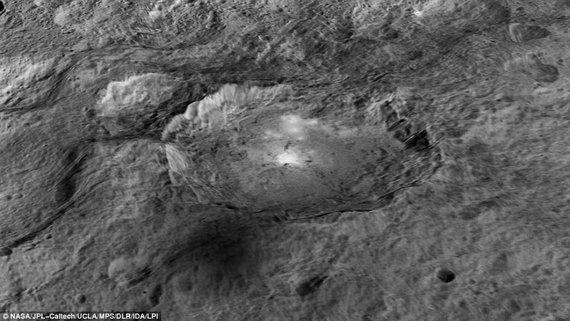 NASA nuotr./Akėtojo krateris