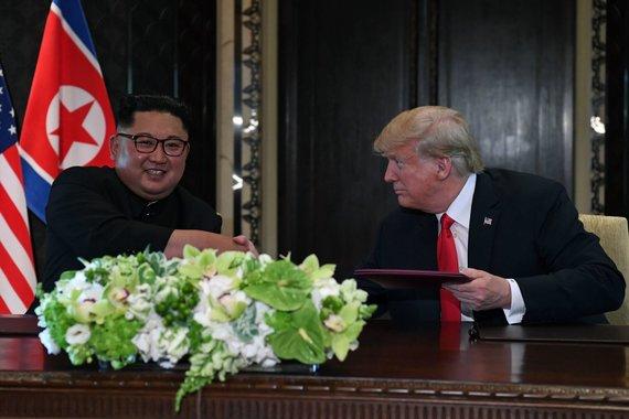 """AFP/""""Scanpix"""" nuotr./Kim Jong Unas ir Donaldas Trumpas"""