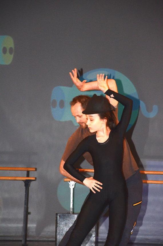 Organizatorių nuotr./Pasiruošimas šokio spektakliui