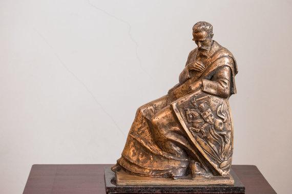 """""""MG Baltic"""" nuotr./Pagal  R.Jakimavičiaus eskizus 2016 metais skulptoriaus A.Boso sukurta paminklas J.Basanavičiui"""