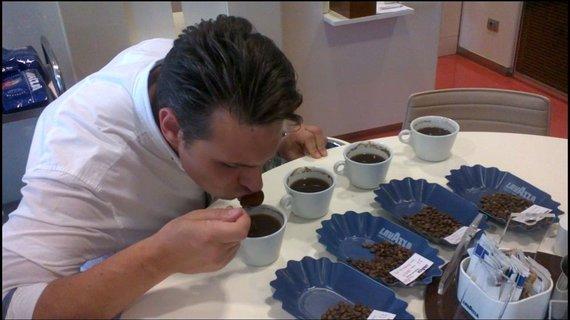 Projekto partnerio nuotr./Kavos degustavimo procesas