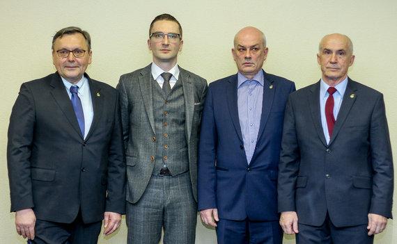 LFF nuotr./LFF prezidentas E.Eimontas ir viceprezidentai (iš kairės) Gediminas Daukšys, Vidmantas Butkevičius ir Anatolijus Stecenko