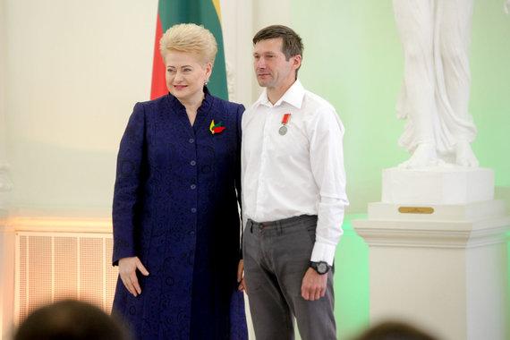 Vidmanto Balkūno / 15min nuotr./Prezidentūroje apdovanotas Aidas Ardzijauskas.