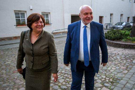 Vidmanto Balkūno / 15min nuotr./Valentinas Mazuronis laukia rinkimų rezultatų savo štabe