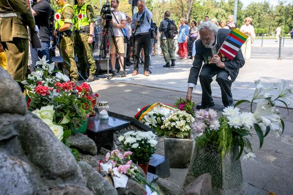 Vidmanto Balkūno / 15min nuotr./Gedulo ir vilties dienos minėjimas Aukų gatvėje