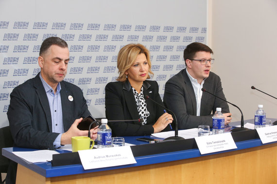 Vidmanto Balkūno / 15min nuotr./Lietuvos tėvų forumo ir Nacionalinio aktyvių mamų sambūrio spaudos konferencija