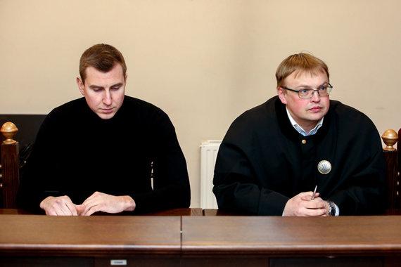 Vidmanto Balkūno / 15min nuotr./Nerijaus Antanavičiaus teismo procesas: nukentėjusysis Zbignevas Ružickis (kairėje) su advokatu teisme.