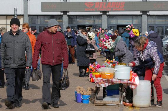"""""""Reuters""""/""""Scanpix"""" nuotr./Nepaisant koronaviruso grėsmės Baltarusijoje verda įprastas gyvenimas"""